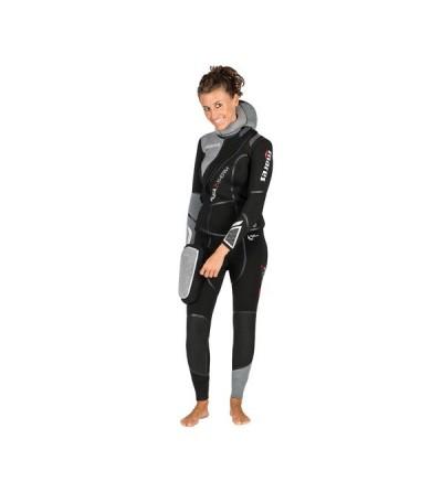 Combinaison femme semi-étanche de plongée Mares Flexa Z-Therm She Dives en néoprène extensible 7mm avec zip frontal en diagonale