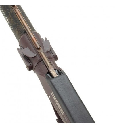 Arbalète de chasse sous-marine Cressi Moicano 60cm avec canon de 26mm et flèche de 6mm. Coloris camouflage marron
