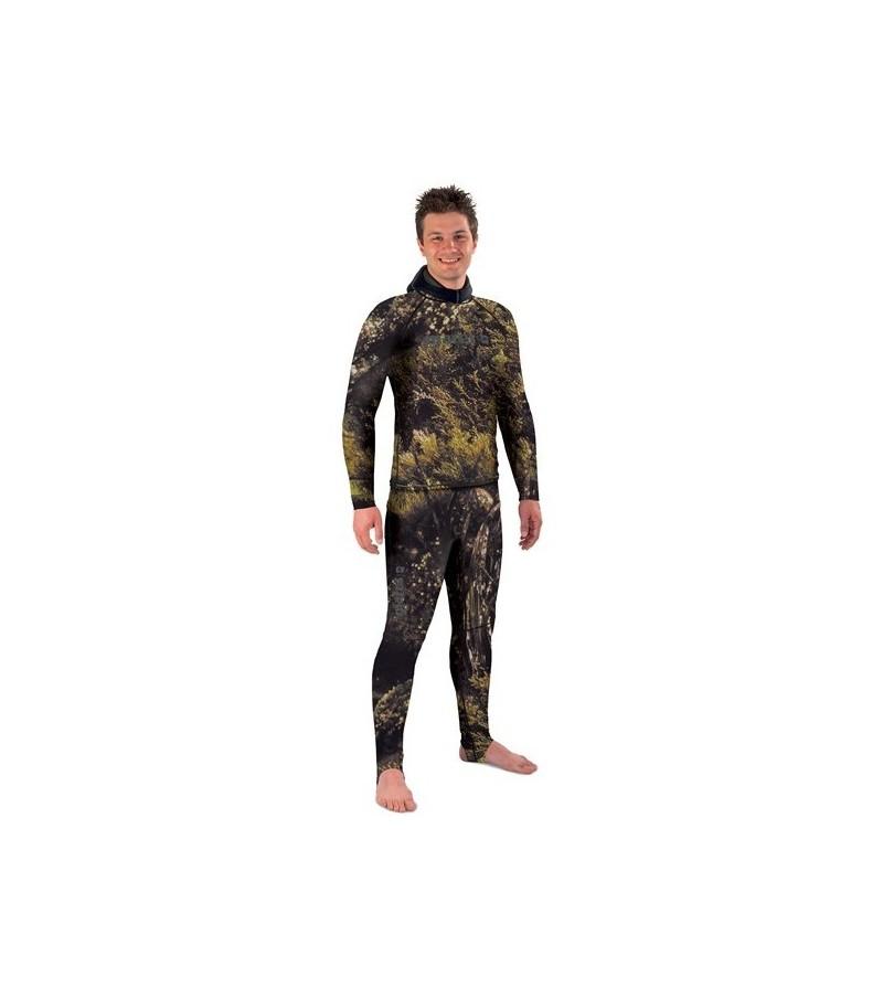A porter seul ou sur la combinaison, ce haut de Rashguard camouflage Illusion protège des UV et dissimule le chasseur sous-marin